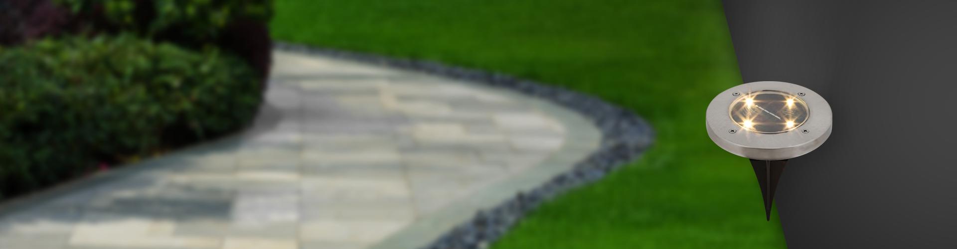 Lampă instalată la nivelul solului